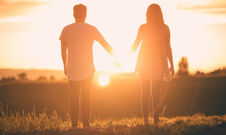 تفاوت عشق واقعی و دروغین و نشانه عاشق واقعی